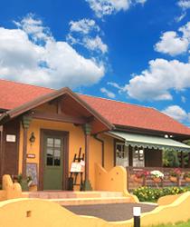 広々したドッグラン完備のカフェレストランです。ドッグカフェテラスも完備しています。つくば守谷方面のお客様にも広々したドッグランなので大変喜ばれています。